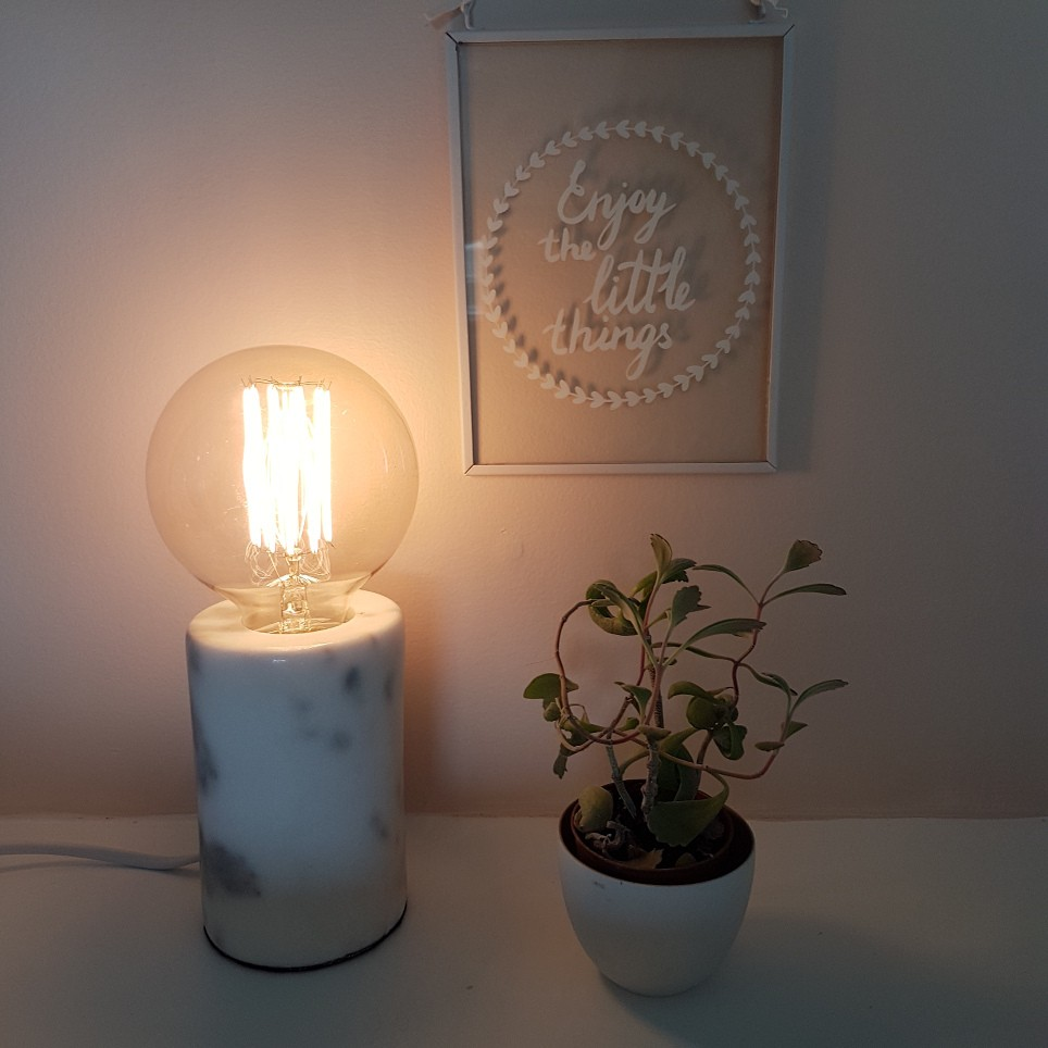 Lampe à poser, Minimal